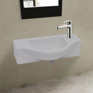 Valge keraamiline kraanikauss vannituppa äravooluavaga